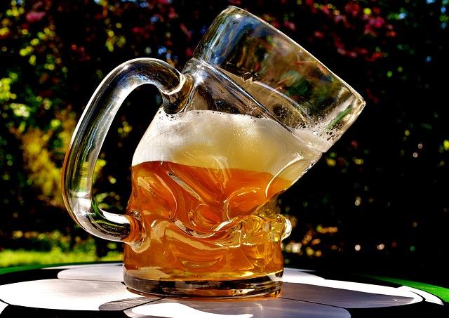La birra va via dai vestiti? Ecco come togliere ogni macchia