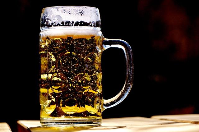 Come bere birra tutta d'un fiato se hai perso una scommessa